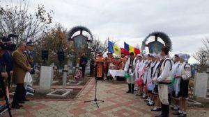 Primarul din satul Festelita, a pornit în căutarea rudelor soldatilor romani cazuti pe campul de lupta si inmormantati in localitatea sa – VIDEO